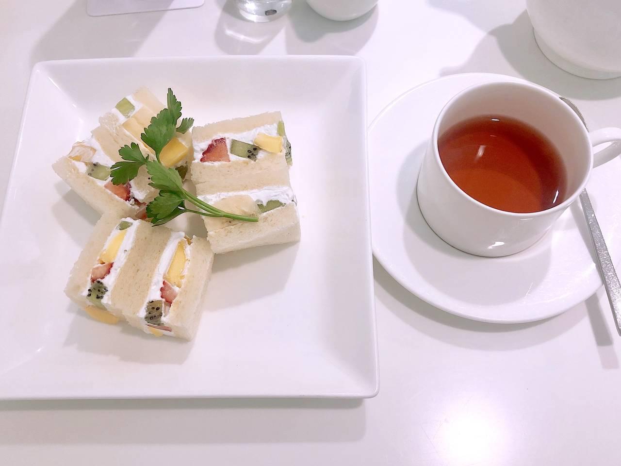 △平日18時之入店限定的晚餐套餐:水果三明治&熱紅茶
