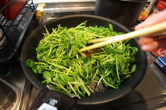 豆芽可用廚房剪剪個2~3段,方便入口