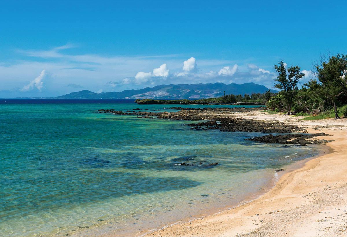 可欣賞知名景點萬座毛。雖然是ANA萬座海灘度假飯店所附設的海灘,但非入住者僅需支付入場費也可使用。