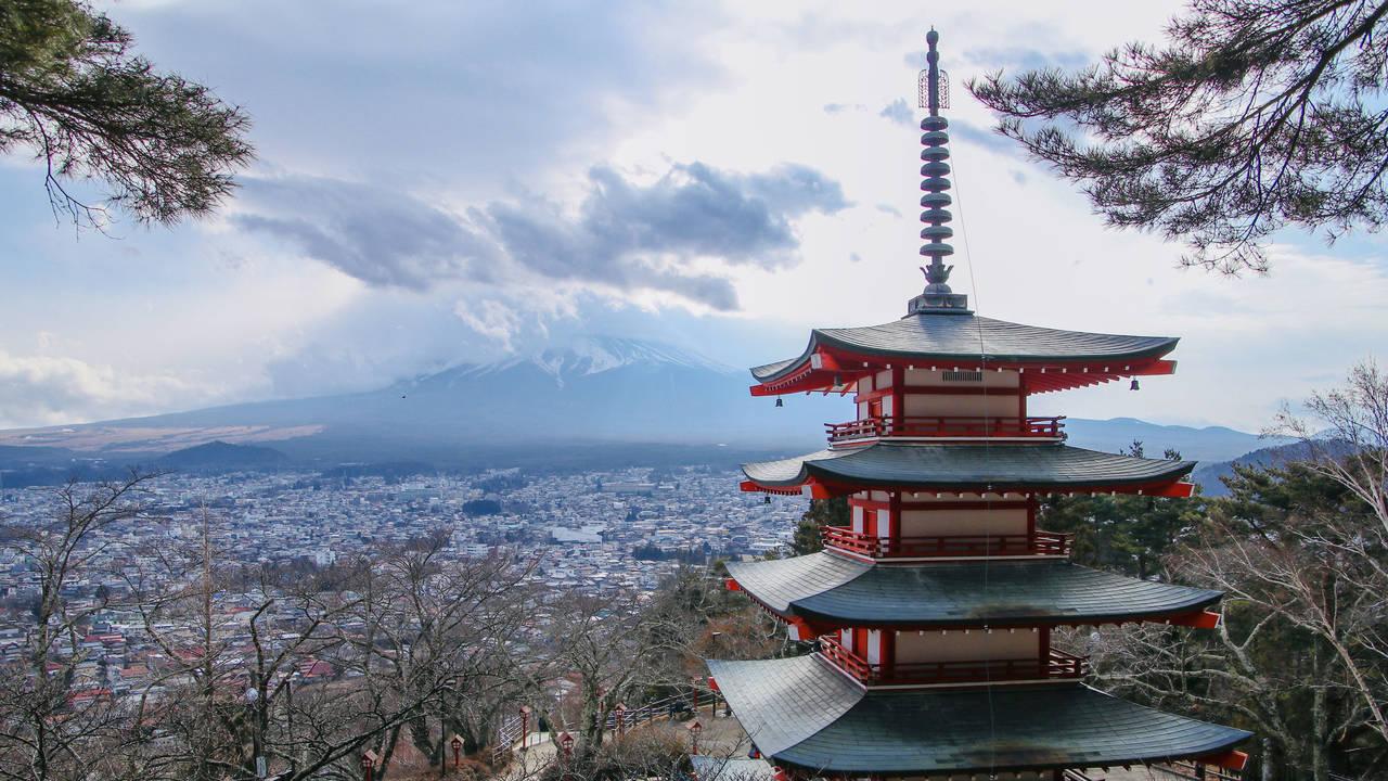 忠靈塔與富士山