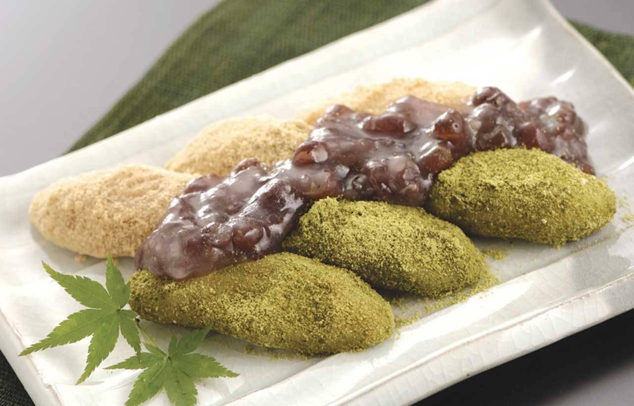 3.「茶香麻糬」(864日圓,含稅)。加入茶的自製麻糬,裹上丹波黑豆的黃豆粉和抹茶