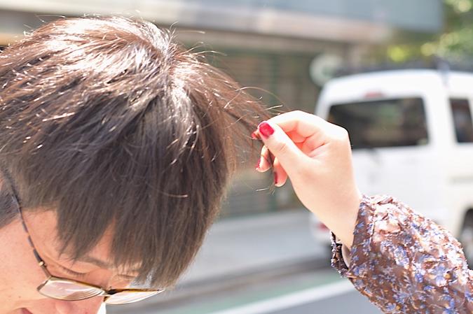 街頭調查時實際觸摸頭髮