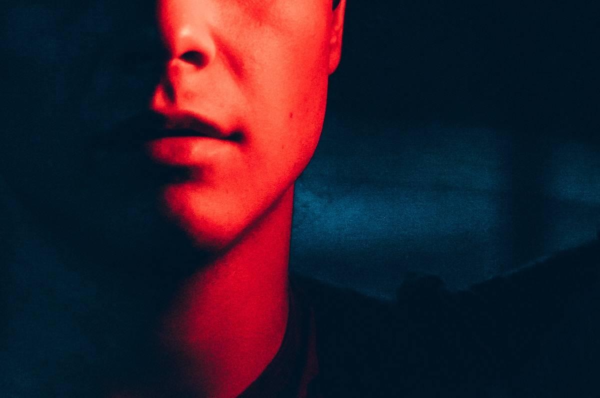 唇が荒れる原因と対策は?男でもできる簡単ケア方法を紹介