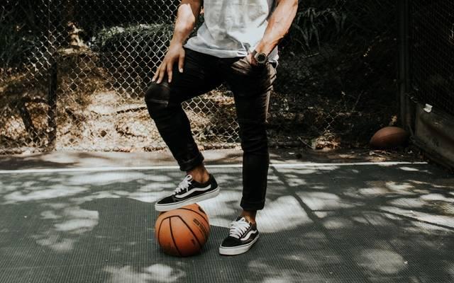 デキるメンズはジーンズを履きこなす!季節ごとのトータルコーデ10選