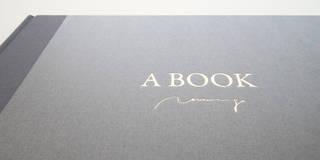 読み手をつなぐ絵本型アートブック『A BOOK 〜しずかな こえ〜』