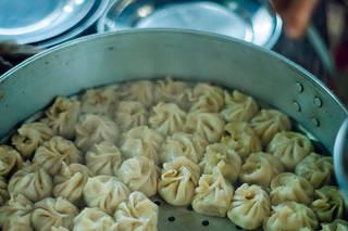 「モモ」って知ってる? ― 旅する料理人とおいしい話 vol.1