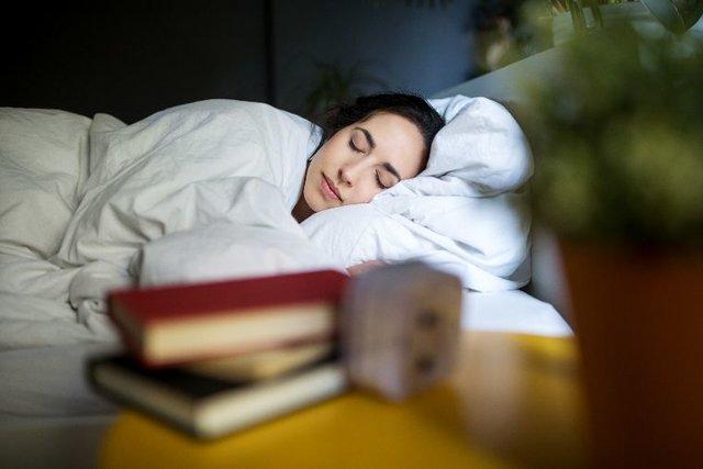 心地よく眠れている時、身体に起きる変化とは