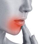夏になると唇の周りに水ぶくれが…コレって感染症なの?