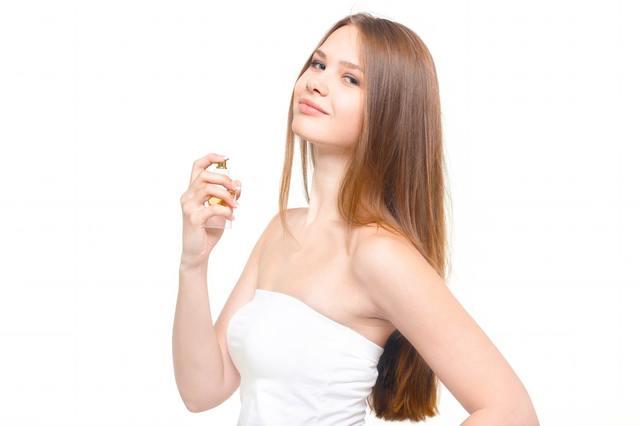 香水と横目線の微笑む女性|フリー写真素材・無料ダウンロード-ぱくたそ (783)