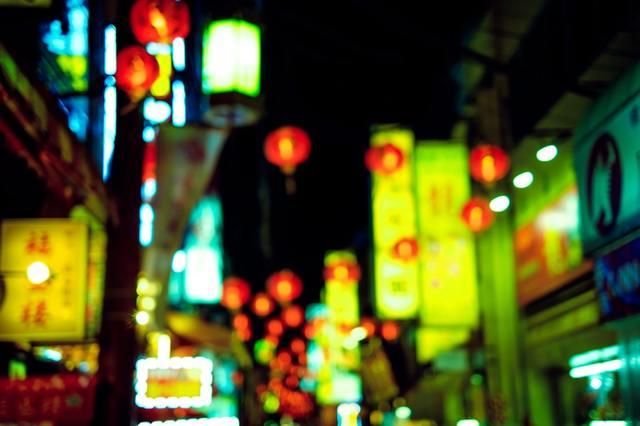 夜の繁華街の看板 フリー写真素材・無料ダウンロード-ぱくたそ (1097)
