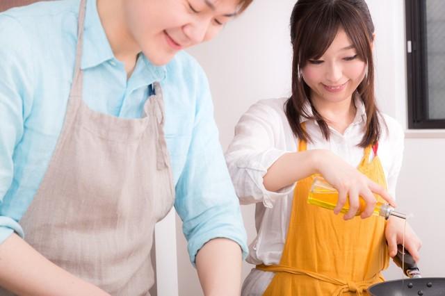 楽しく料理をする事が夫婦円満の秘訣|フリー写真素材・無料ダウンロード-ぱくたそ (1165)