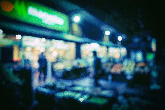 深夜営業のスーパー(ボケ)|フリー写真素材・無料ダウンロード-ぱくたそ (1268)