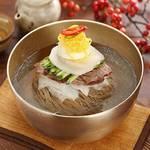 """さっぱりとした味が癖になる!韓国の人気料理「冷麺」""""♡"""