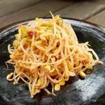ピリ辛味付けがご飯のおかずにぴったり♡簡単「韓国もやしナムル」レシピ☆