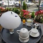 まるでお花屋さんみたい♡ソウル・弘大エリアにあるカフェ「colline(콜린)」をご紹介☆