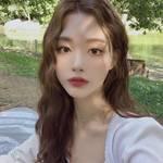 真似したくなるほど可愛い!韓国女子に人気の「ウェーブロングヘア」に挑戦しよう♡