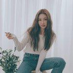 """タイトなニットを可愛く着たい♡韓国女子に話題の「""""美乳""""作りヨガ姿勢」を習慣化しよう♪"""