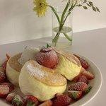 おうち時間を有意義に♪ フワフワ甘いおやつに最適のスフレパンケーキの作り方☆