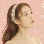 """音源チャートの1位常連!♡韓国の国民的歌手""""IU""""が作詞した人気曲をご紹介♬.*゚"""