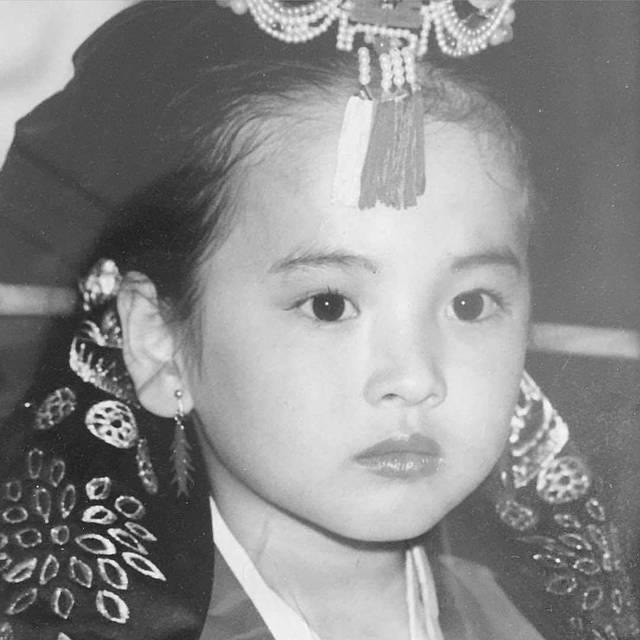 目力がすごいこの可愛い韓服の女の子は…♡