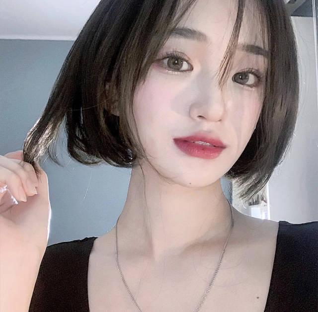 """김수 on Instagram: """"단발병 걸려버려서 긴머리 사진을 못올리겠네 ^^.....#2000 #2000년생 #00년생 #00 #18 #19 #19살 #daily #일상 #데일리 #selfie #셀피"""" (6942)"""