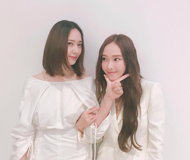 "KRYSTAL on Instagram: ""👯‍♀️"" (28565)"