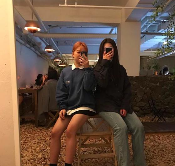 """🐣설민아🐣 on Instagram: """".다음에는 공주 옷 입고 방문 할게요 。^‿^。+ 재오나 같이 원피스 입쟈 👸🏻••#랑데자뷰#cafe#거울맛집"""" (33417)"""