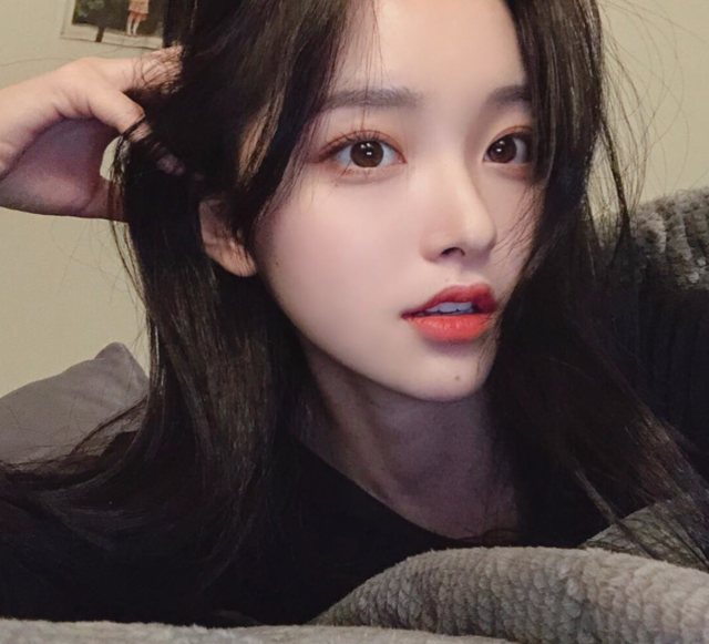 """김나희 on Instagram: """"금요일 얼른 지나가줘🙋🏻♀️"""" (34613)"""