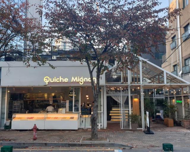 "@everynday on Instagram: ""#QuicheMignon #키쉬마뇽예쁘고 깔끔하고 잔잔한데 노래는 경쾌한 카페.작고 귀여운 타르트와 실패하지 않는 바닐라라떼 조합b"" (37192)"