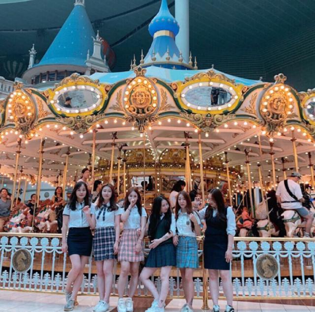 """현 on Instagram: """"쿵쓰뚱쓰🖤✨👣"""" (79228)"""