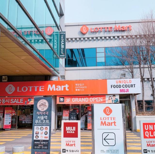 """J ❤︎ 제이 on Instagram: """". 2019.04 韓国の大型スーパーの1つで明洞からも 2駅でアクセス抜群、お土産の宝庫で 旅行最後のショッピングスポットとしても 人気な#ロッテマートソウル駅 。 . . @lottemart_kr 様からソウル駅店の 紹介ビデオを頂いたので共有させて頂きます。…"""" (80195)"""