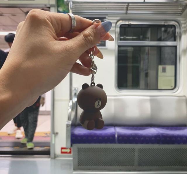 """𝐒𝐀𝐊𝐔𝐋𝐀 on Instagram: """"🤔 日本もこんなICカード増えて欲しい。   🧸 韓国 の 可愛すぎる #交通カード これ で ピッてして改札とおるの ※日本で言う#ICOCA や #PiTaPa ね!   #金浦空港 の 地下鉄(9番線)切符売り場近くに♪…"""" (82599)"""