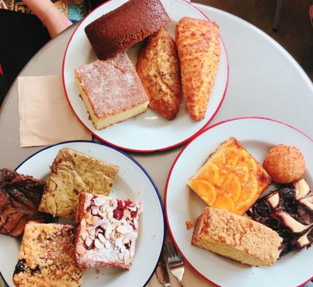 "sweets on Instagram: ""언제나 욕심 부려서 먹고 오게 되는 곳. 나의 베스트 브라우니"" (89271)"