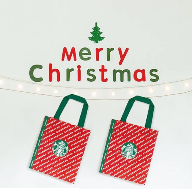 """김영래 on Instagram: """"#Repost @starbuckskorea (@get_repost) ・・・ ⠀ We wish you a Merry Coffee! ⠀ 스타벅스에서는 크리스마스 준비가 한창입니다. 크리스마스 무드로 디자인된 다회용 백부터 겨울 동물들이 그려진 크리스마스…"""" (96698)"""