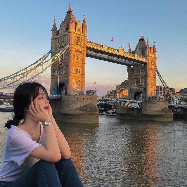 """체크인유럽 on Instagram: """"🇬🇧 영국 런던 타워 브릿지 . . 늘 사진으로만 봐 왔던 타워 브릿지를 막상 보니 새삼 '내가 지금 유럽에 온 거구나' 싶었어요. 너무 웅장했고 잊지 못할 순간이었습니다. . 저는 개인적으로 노을질 때 모습이 너무 좋았어요. 해질 때쯤 가셔서…"""" (102631)"""