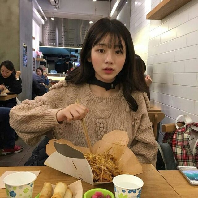 https://weheartit.com/entry/354173731?context_query=ulzzang+snack&context_type=search (190580)