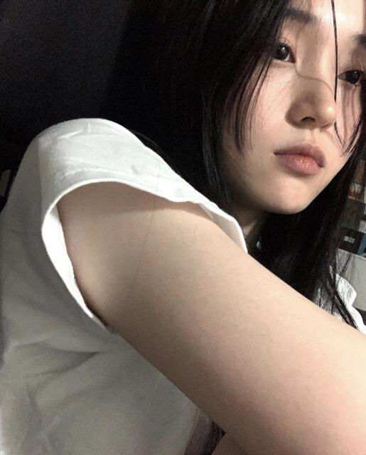 https://www.instagram.com/eeeeenhi/ (195505)