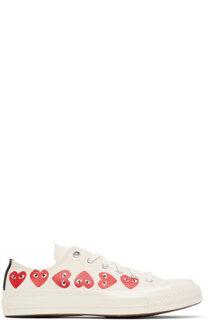キャンバスのロートップ スニーカー。カラーはオフホワイト。