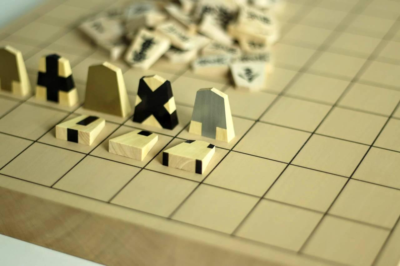 将棋を愛したデザイナーが作り出した、大明駒