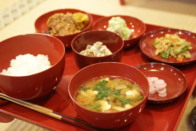 旬を味わう寺庵の精進料理で、心身を整える