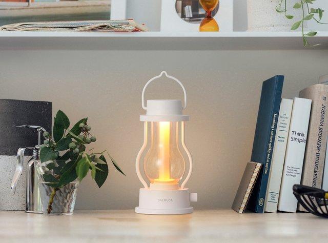 時の流れを変える灯り「BALMUDA The Lantern」