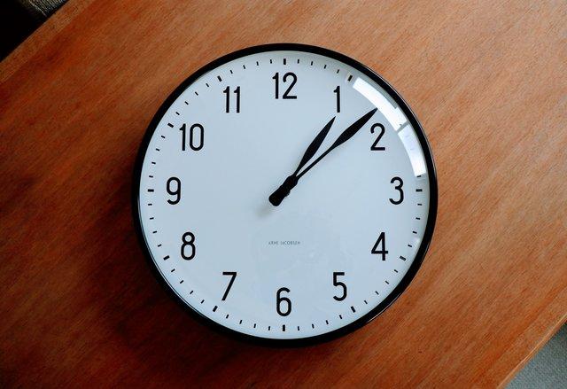 北欧のデザイン Arne jacobsenの壁時計「station」で、時の流れを感じる。