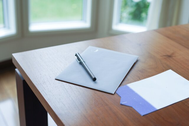 手紙に想いを乗せて。福永紙工「Par Avion よく飛ぶ紙飛行機便箋 夜間飛行」「星空の封筒」