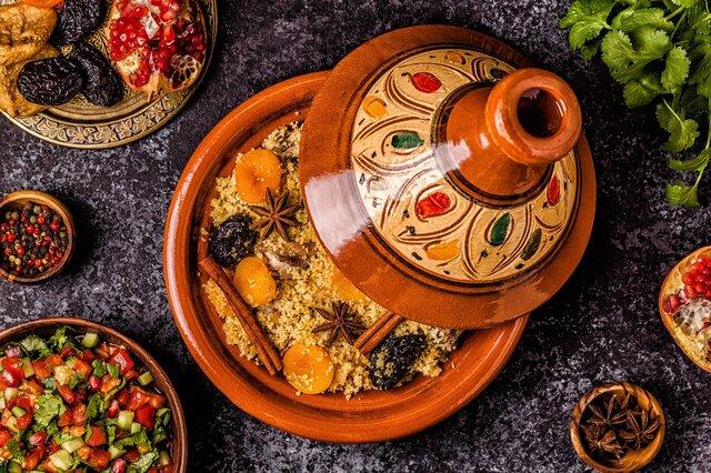 モロッコ料理を東京のレストランで楽しむ。文化の融合を味わう