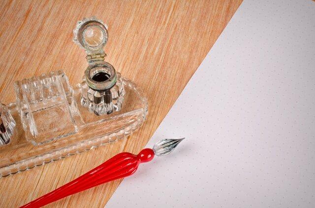 初心者にもおすすめのガラスペン。言葉を綴る手元に透明な美しさを
