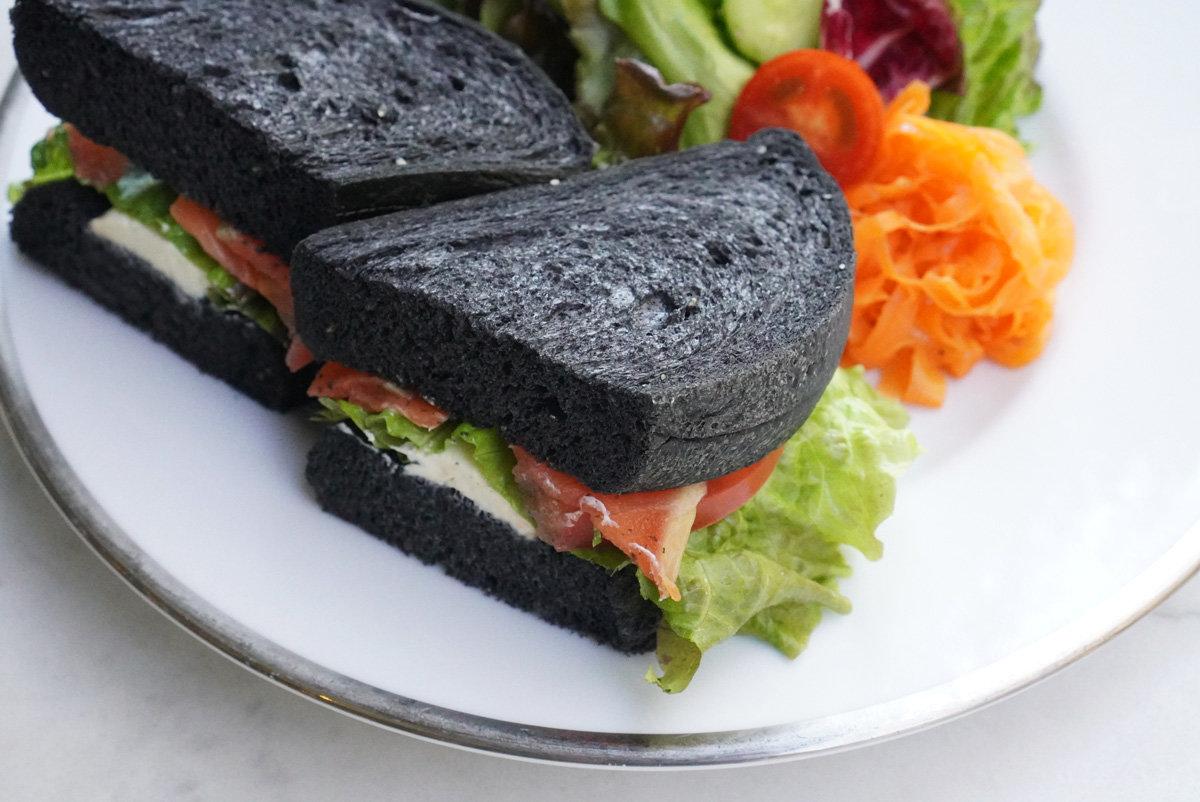 名古屋モデル御用達! 矢場町のガラス張りカフェ『CUPPA』の真っ黒サンドの正体は!?