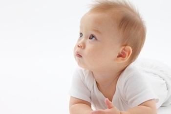 赤ちゃんの命名の流れは?すてきな名前を贈る方法と命名式のやり方