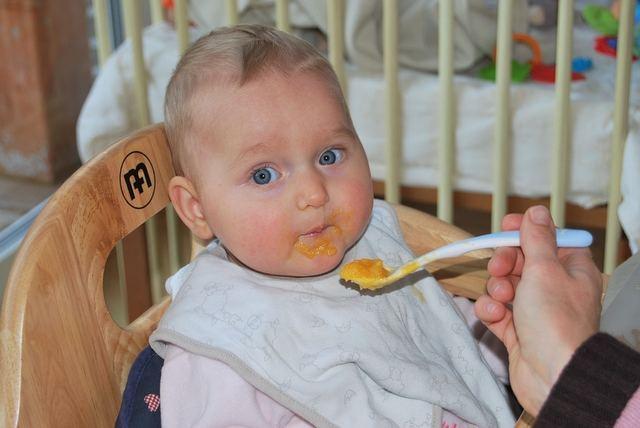 何を食べさせればいいの?離乳食の献立の考え方とおすすめレシピ