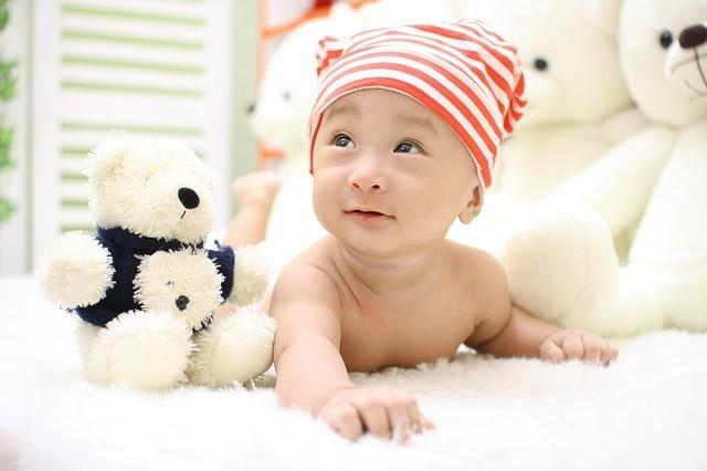 赤ちゃんのうつ伏せには気を付けて!うつ伏せの怖さと潜む危険とは