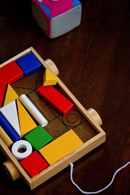 赤ちゃんの遊びに!五感を刺激してくれる木のおもちゃの魅力とは?人気ブランドTOP5♡
